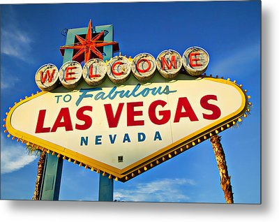 Welcome To Las Vegas Sign Metal Print by Garry Gay