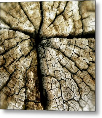 Wood Cross Metal Print by Tina Valvano