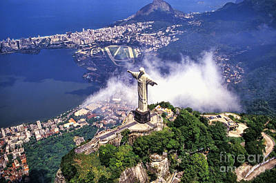 Corcovado Christ Statue In Rio De Poster by Bill Bachmann