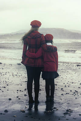Hugging Poster by Joana Kruse