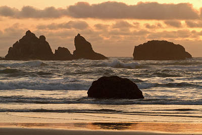 Sea Stacks On The Beach At Bandon Poster by William Sutton