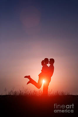 Young Lovers Embracing At Sunset Poster by Lee Avison