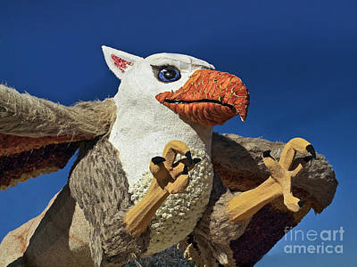 2015 Rose Parade Float Showing A Griffin 15rp053 Poster by Howard Stapleton