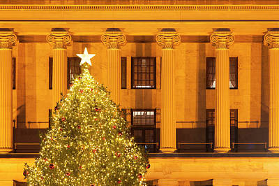 Christmas Tree At The Tennessee Capitol Poster by Brian Jannsen
