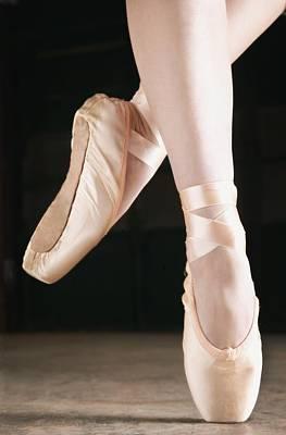 Ballet Dancer En Pointe Poster by Don Hammond