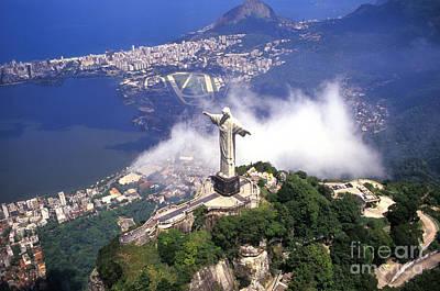 Corcovado Christ Statue In Rio De Poster by Bill Bachmann