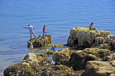 Fishing From The Rocks - Seaview Poster by Rod Johnson