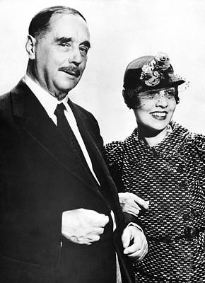 H.g. Wells And Anita Loos Poster by Underwood Archives