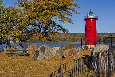Jeffrey's Hook Lighthouse II Poster by Susan Candelario