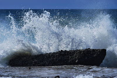Splashing Ocean In Laguna Beach Poster by Richard Cheski