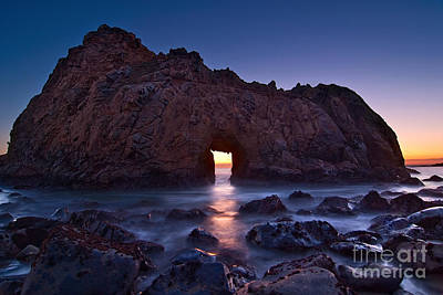 The Portal - Sunset On Arch Rock In Pfeiffer Beach Big Sur In California. Poster by Jamie Pham