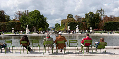 Tourists Sitting In Chairs, Jardin De Poster by Panoramic Images