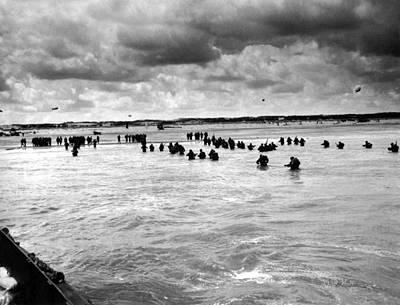 U.s. Troops Wading To Utah Beach Poster by Everett
