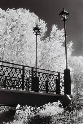 Wangaratta Footbridge Poster by Linda Lees