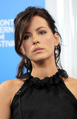 Kate Beckinsale At The Press Conference Poster by Everett