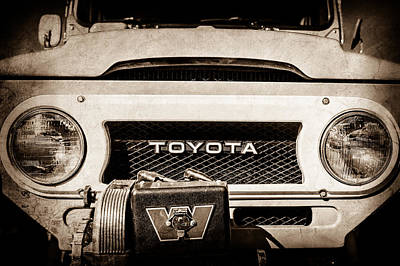 1978 Toyota Land Cruiser Fj40 Grille Emblem -0558s Poster by Jill Reger