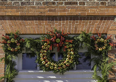 Apple Wreaths At The George Wythe House Poster by Teresa Mucha