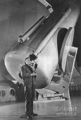 Edwin Hubble And Telescope Palomar Poster by Science Source