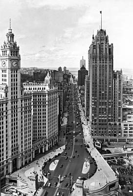 Michigan Avenue In Chicago Poster by Underwood Archives