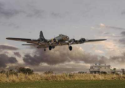 Usaf Photograph -  B17- 'airborne' by Pat Speirs