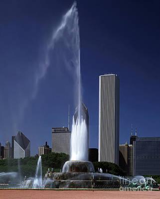 Sturges Photograph - Buckingham Fountain by Rafael Macia