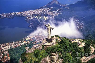Corcovado Christ Statue In Rio De Print by Bill Bachmann