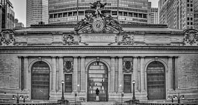 Grand Central Terminal Facade Bw Print by Susan Candelario