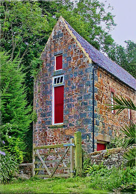 Stone Barn Photograph - Guernsey Barn by Bellesouth Studio