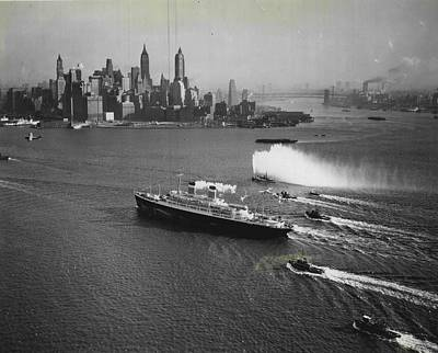 Liner Photograph - New York Gala Welcome by Retro Images Archive