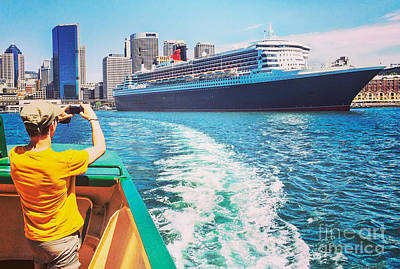 Queen Mary Photograph - Queen Mary 2 Sydney by Colin and Linda McKie