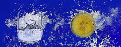 Water Splash-lemon Print by Manfred Lutzius