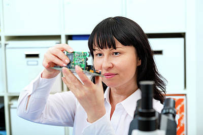 Woman Making A Micro Processor Print by Wladimir Bulgar