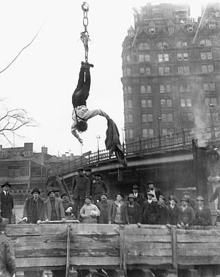 Harry Houdini (1874-1926) Print by Granger
