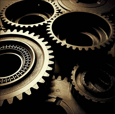 Mechanical Photograph - Cogs by Les Cunliffe