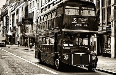 Old School Bus Photograph - 15 Tower Hill by John Rizzuto