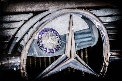 1969 Photograph - 1968 Mercedes-benz 280 Sl Roadster Emblem -0919ac by Jill Reger