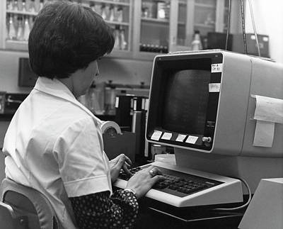 1980s Photograph - 1980s Influenza Testing Lab by Cdc