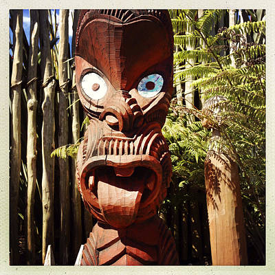 Carving Photograph - Maori Carving by Les Cunliffe
