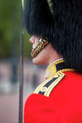 Buckingham Palace Photograph - Member Of The Scots Guard At Buckingham by Brian Jannsen