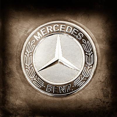 Mercedes Photograph - Mercedes-benz 6.3 Amg Gullwing Emblem by Jill Reger