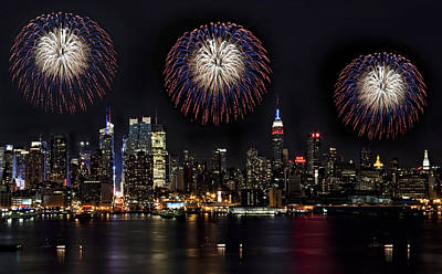 Fireworks Photograph - New York City Celebrates The 4th by Susan Candelario