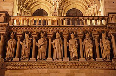 Figures Photograph - Paris France - Notre Dame De Paris - 01135 by DC Photographer