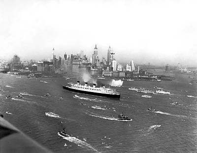 Queen Mary Photograph - Queen Mary Maiden Voyage by Underwood Archives