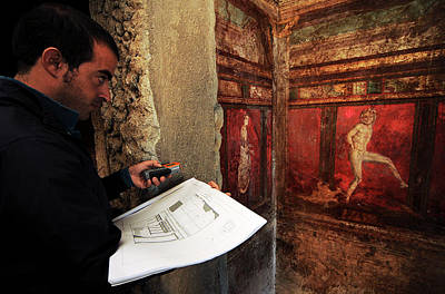 Roman Archaeology Photograph - Restoration Of Roman Frescoes by Pasquale Sorrentino