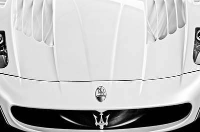 Maserati Photograph - 2005 Maserati Mc12 Hood  Emblem 2 by Jill Reger