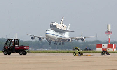 747 Carrying Space Shuttle Print by Science Source