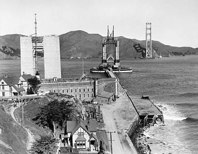 Gg Bridge Under Construction Print by Underwood Archives