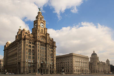 Liverpool Photograph - Liverpool Pier Head by Phillip Orr