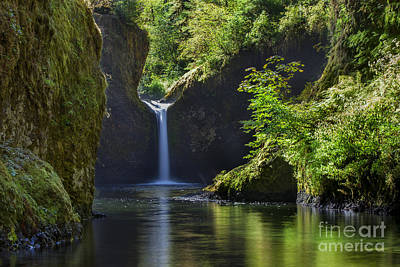 Fall Scenes Photograph - Punchbowl Falls by Brian Jannsen
