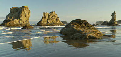 Sea Stacks On The Beach At Bandon Print by William Sutton